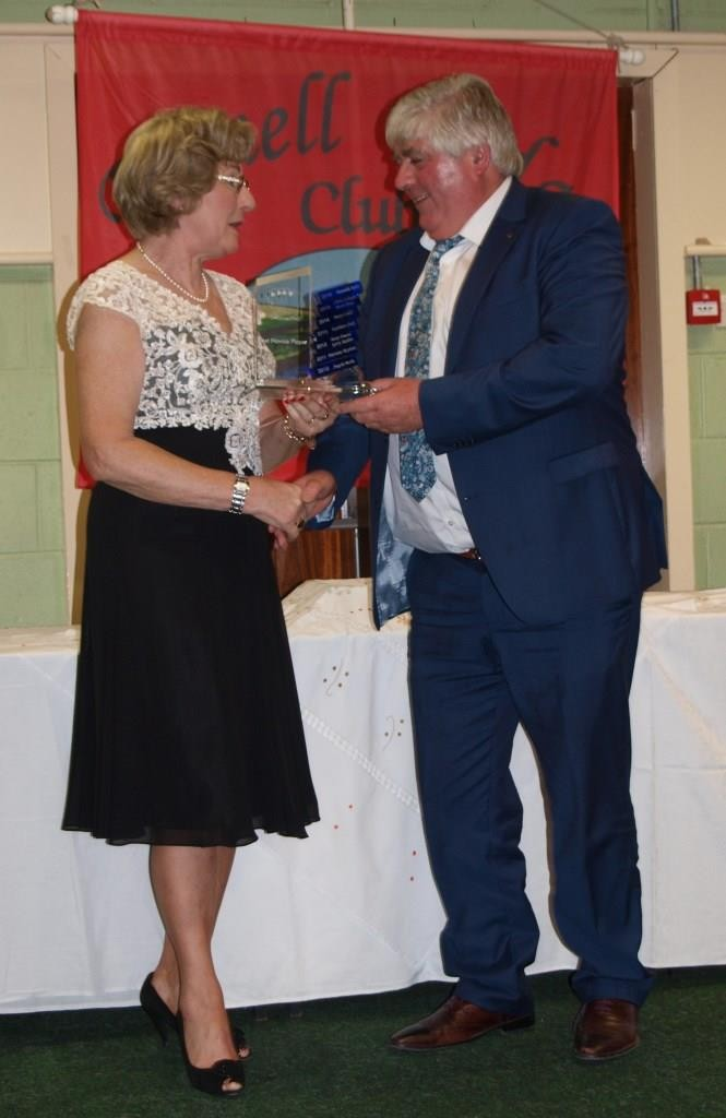 Eamonn Bray is presented with his prize as Winning Novice Player of the year by President Maura McAuliffe