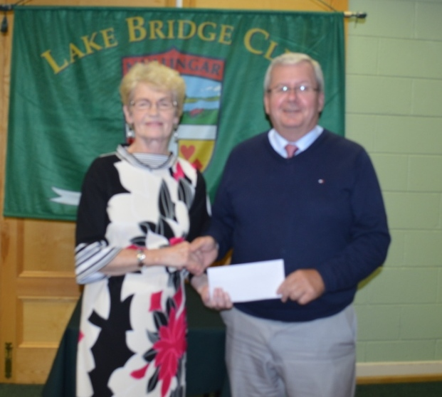 Helen Lynch the winner  of the summer competition with club President Gerry O'Gorman